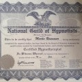 Mitglied der National Guild of Hypnotisists (USA)